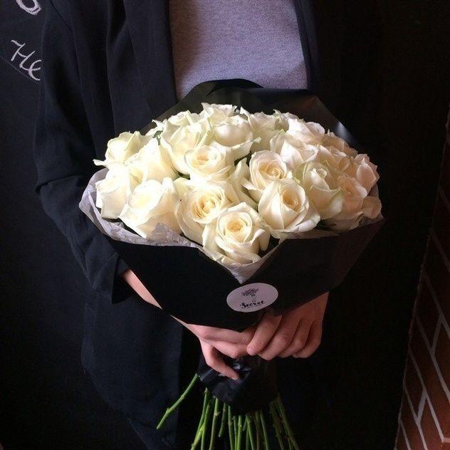 Нежные белые розы