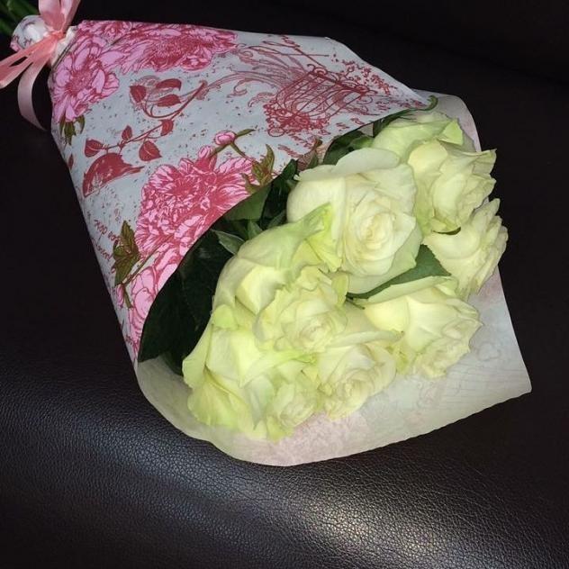 Букет нежных белых роз