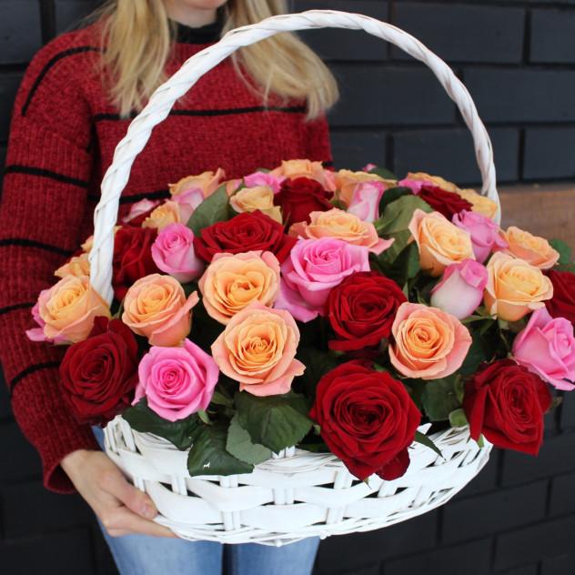 Букет роз в корзине 51шт